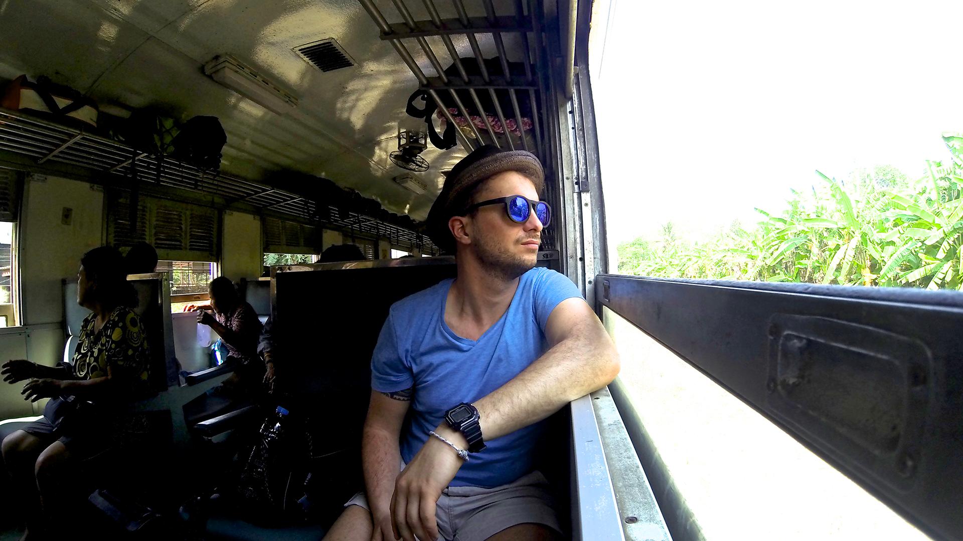 Matte su un treno thailandesi
