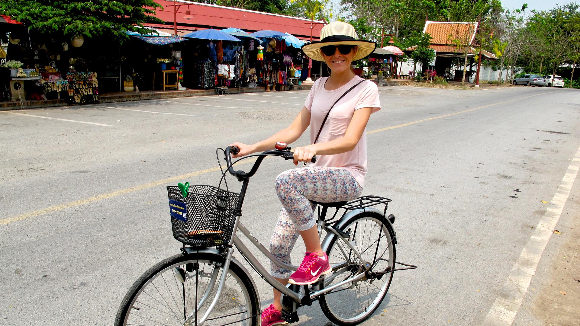 Una ginetta in bici